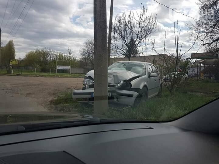 ДТП у Чернівцях: автомобіль влетів у стовп (фото), фото-1