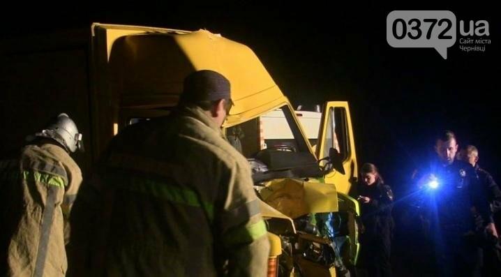 Водія із розбитої вантажівки витягали рятувальники (ФОТО), фото-1