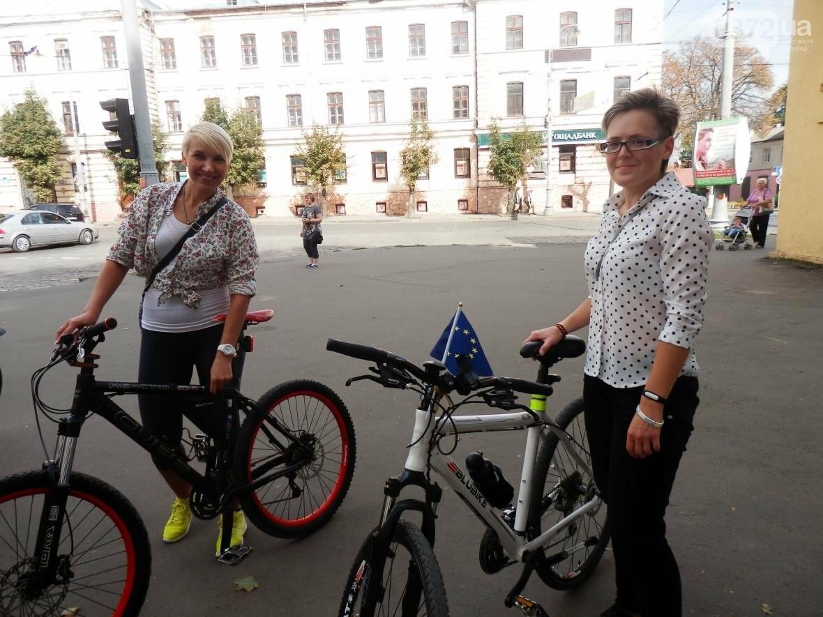Дівчата у гарних сукнях на велосипедах. Велопарад у Чернівцях (ФОТО), фото-2