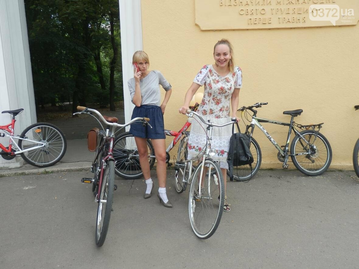 Дівчата у гарних сукнях на велосипедах. Велопарад у Чернівцях (ФОТО), фото-6