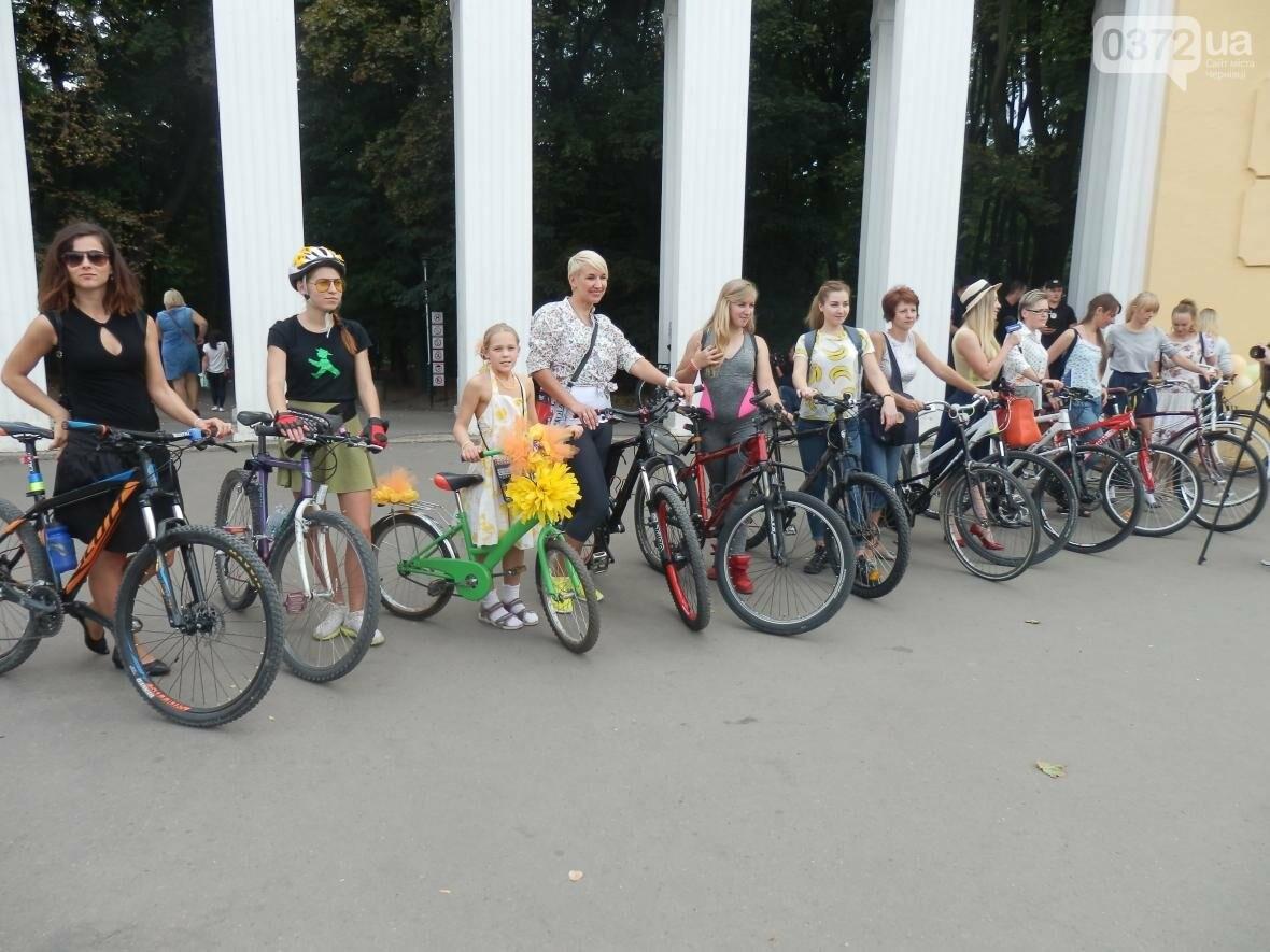 Дівчата у гарних сукнях на велосипедах. Велопарад у Чернівцях (ФОТО), фото-7
