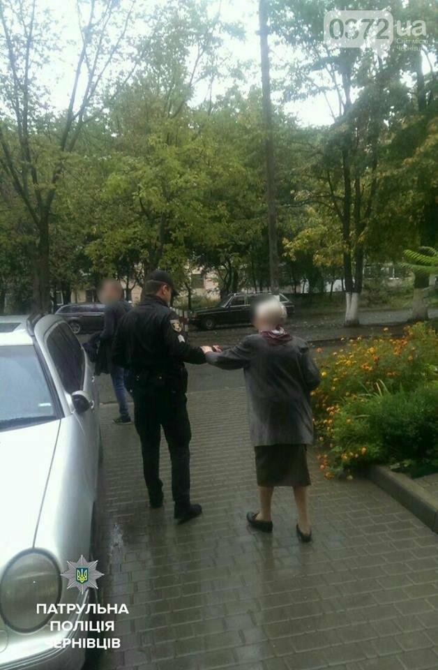Чернівецькій патрульні повернули додому 94-річну бабусю, яка загубилася, фото-1