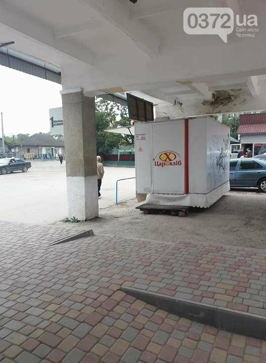 Місця для пасажирів на Кельменецькому автовокзалі нахабно захопив підприємець (фото), фото-1