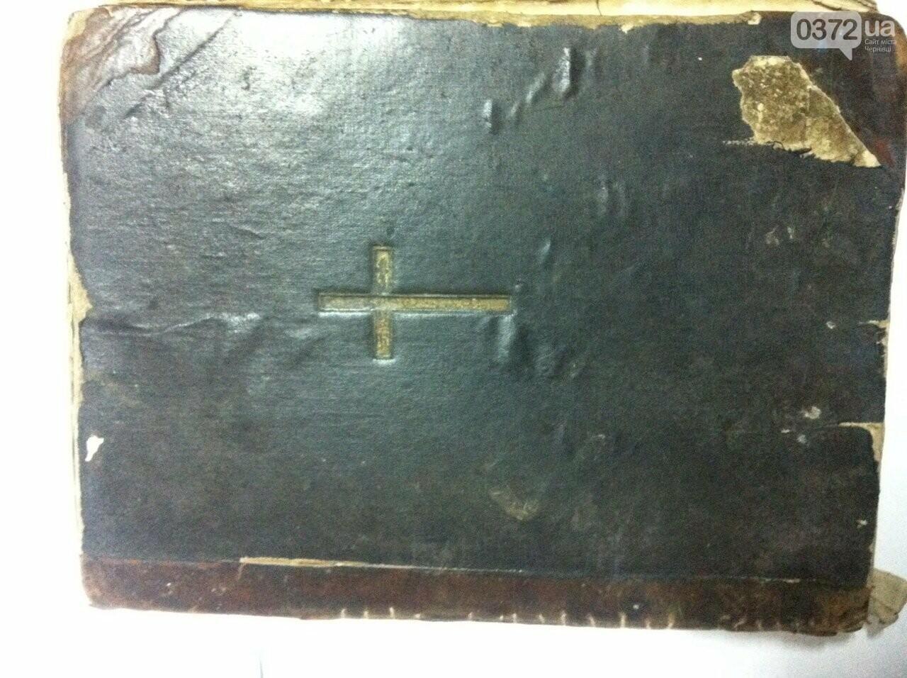 """На Буковині румун намагався незаконно вивезти Богосжлужбову книгу """"APOSTOL"""", фото-3"""
