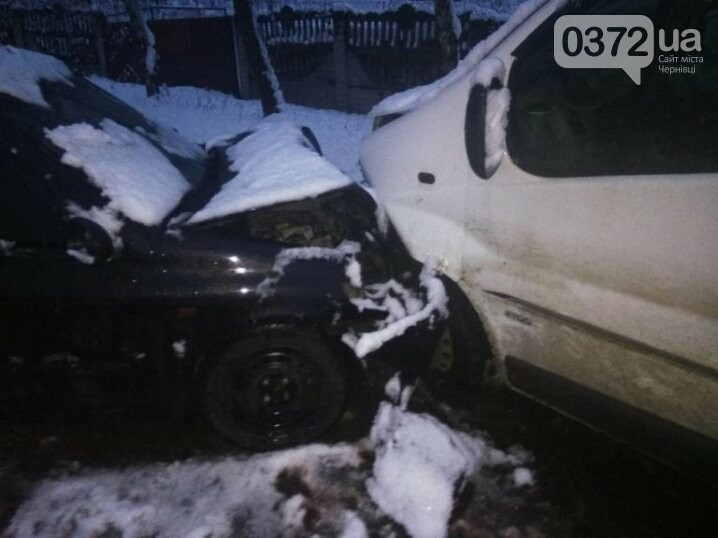 Автомобіль викинуло на зустрічну смугу: на Буковині зіткнулись дві автівки (Фото), фото-1