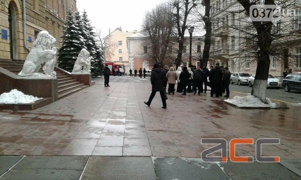 Прихильники Саакашвілі вийшли на мирний пікет під Чернівецькою ОДА, фото-2