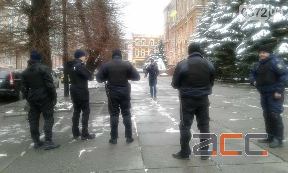Прихильники Саакашвілі вийшли на мирний пікет під Чернівецькою ОДА, фото-3