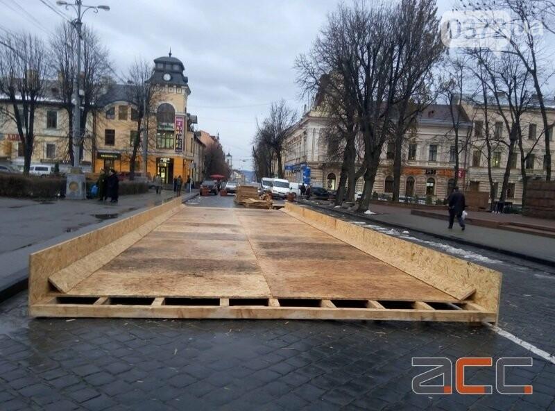 У Чернівцях вже почали облаштовувати різдвяне містечко, фото-1