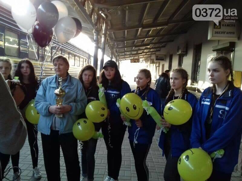 Чернівецькі волейболістки привезли золото із Чемпіонату України (фото), фото-3