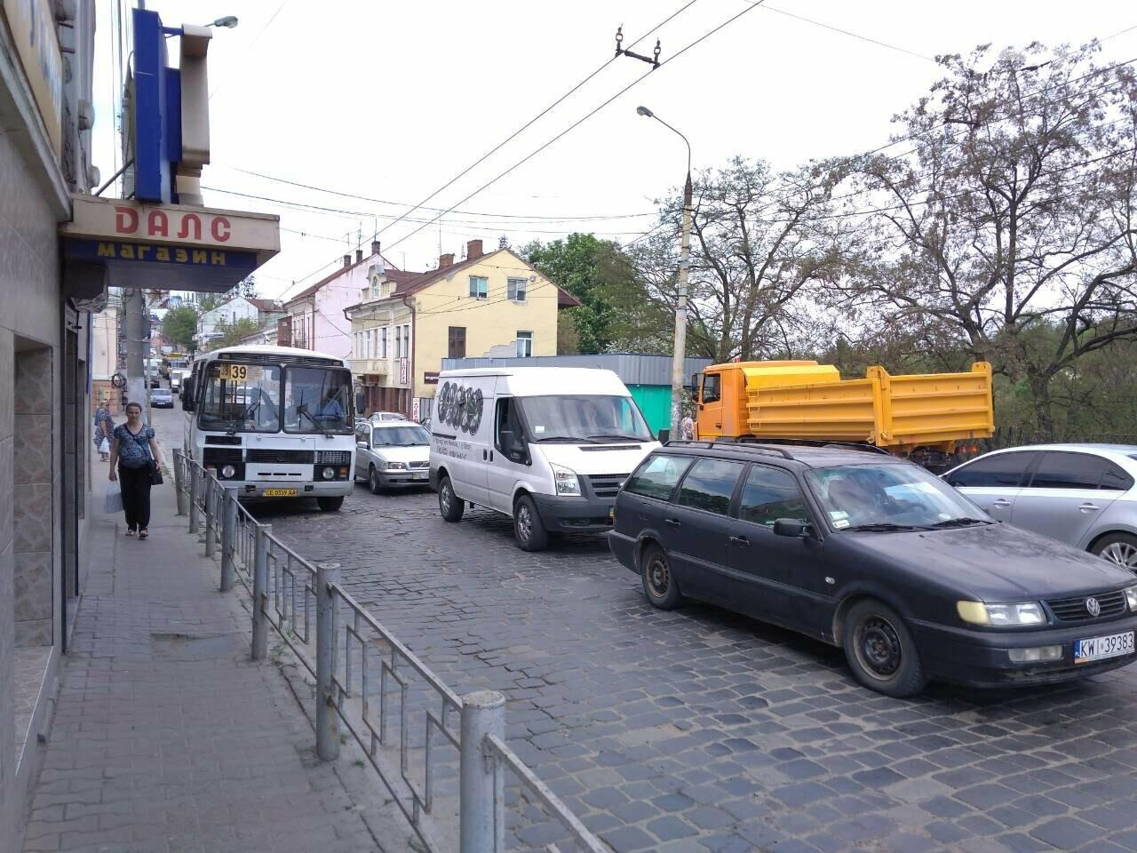 Ремонт дороги на вулиці Руській у Чернівцях спричинив масштабний затор (фото), фото-1