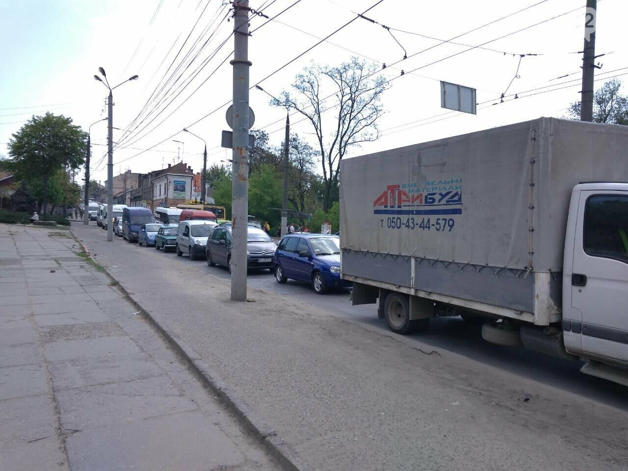 Ремонт дороги на вулиці Руській у Чернівцях спричинив масштабний затор (фото), фото-5