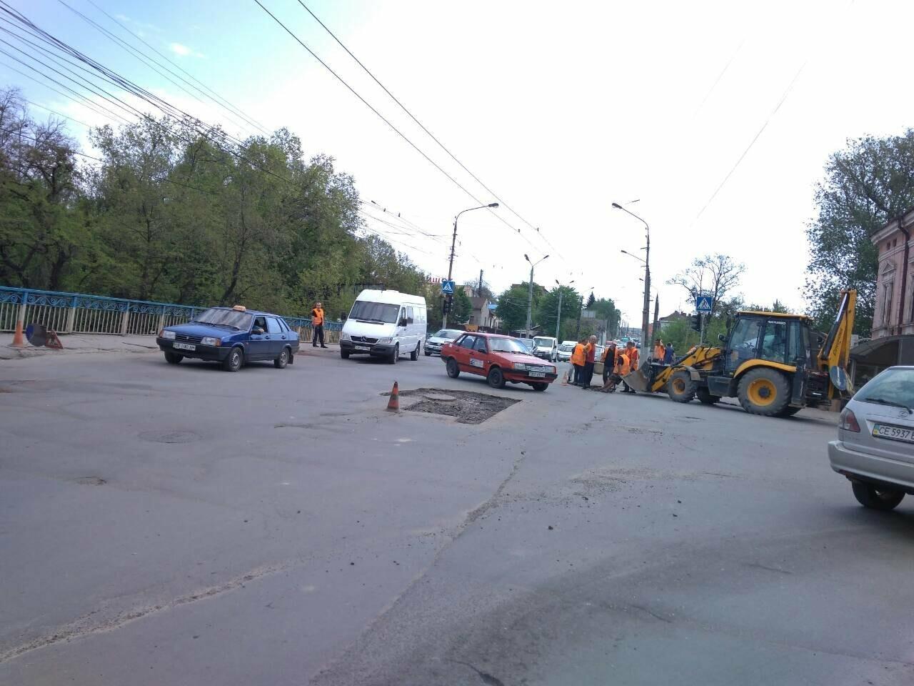 Ремонт дороги на вулиці Руській у Чернівцях спричинив масштабний затор (фото), фото-2