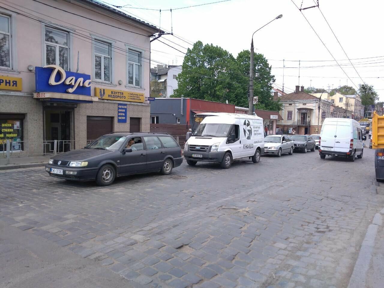 Ремонт дороги на вулиці Руській у Чернівцях спричинив масштабний затор (фото), фото-4