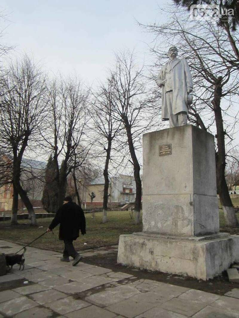 У Чернівцях знесли пам'ятник радянському письменнику, фото-2