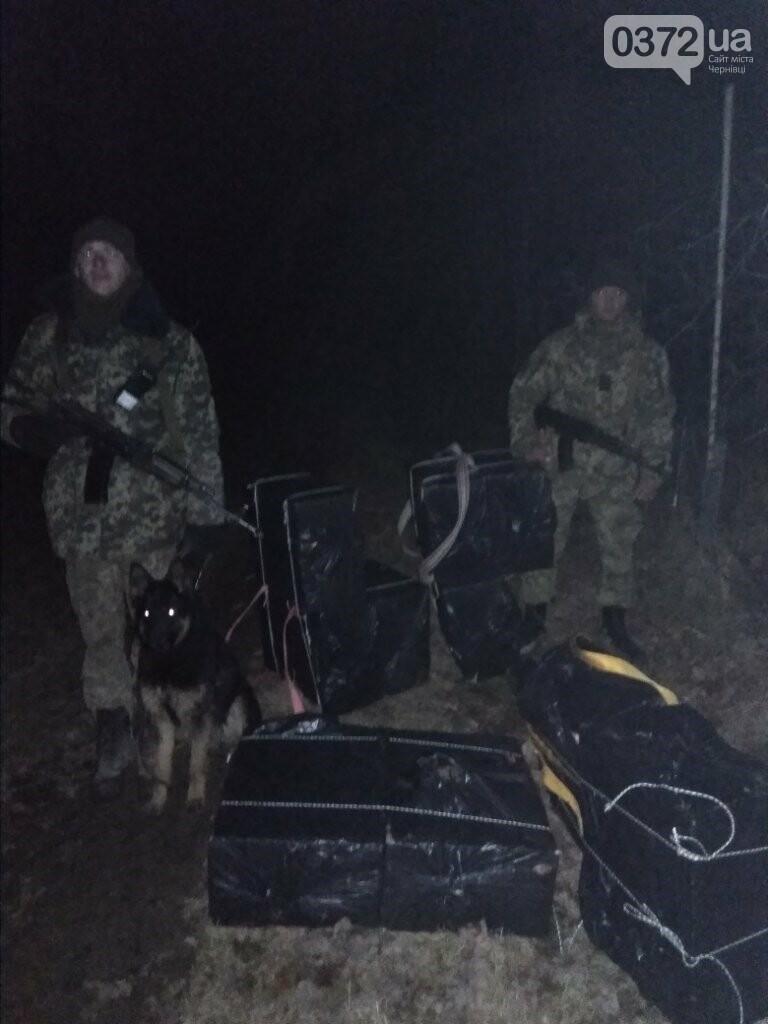 На Буковині після попереджувальних пострілів невідомі покинули 5 тисяч пачок сигарет, фото-1