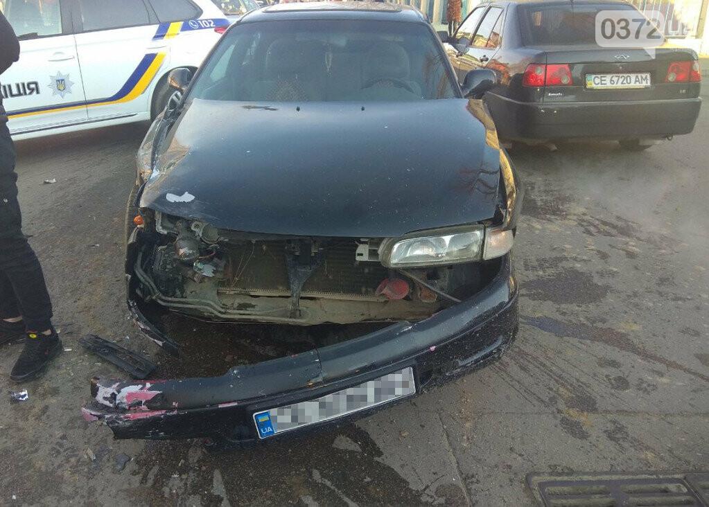 В Сторожинці у ДТП потрапило одразу три автомобіля, фото-1