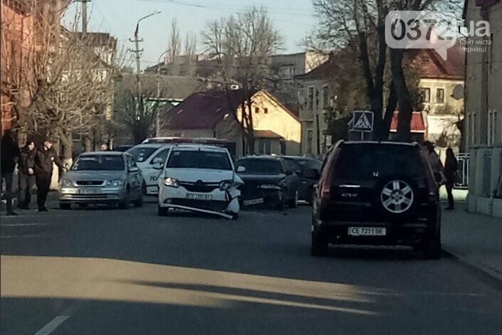 В Сторожинці у ДТП потрапило одразу три автомобіля, фото-2