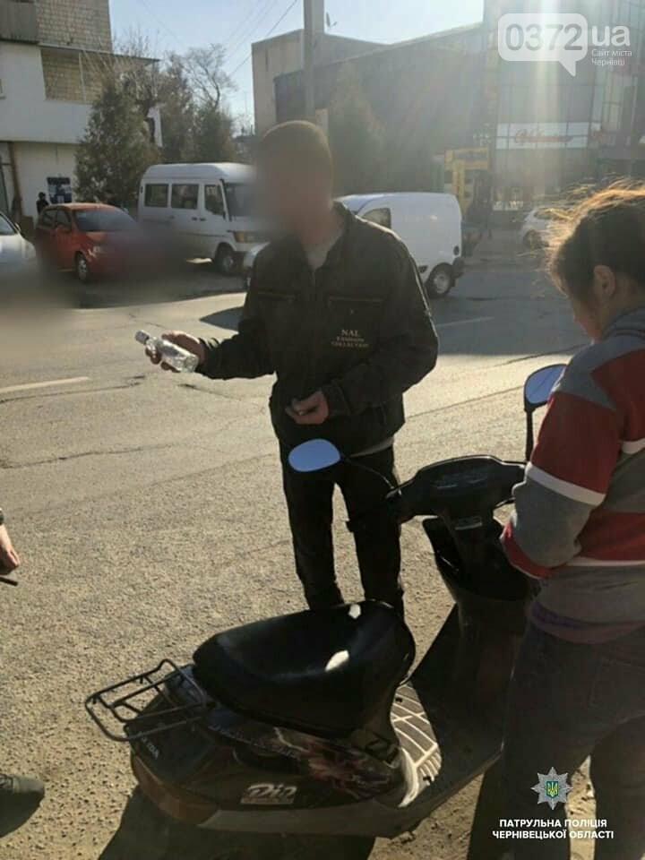 В Чернівцях на 20-річну нетверезу водійку моторолера склали протокол, фото-1