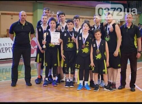 Юні чернівчани здобули срібло у Всеукраїнському турнірі з баскетболу , фото-1