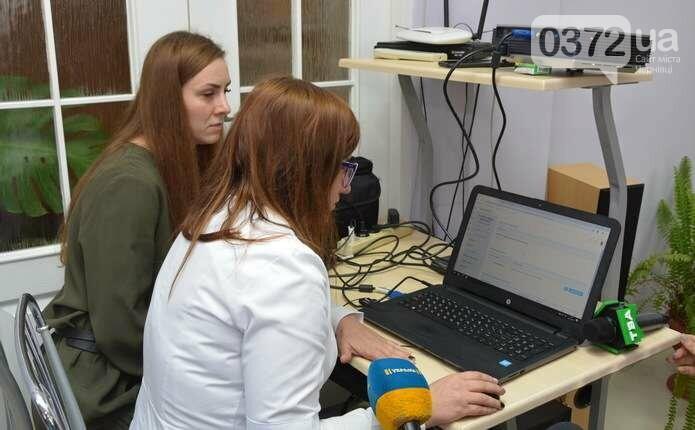 Тепер чернівчани зможуть за допомогою інтернету записатися до лікаря або отримати рецепт, фото-2