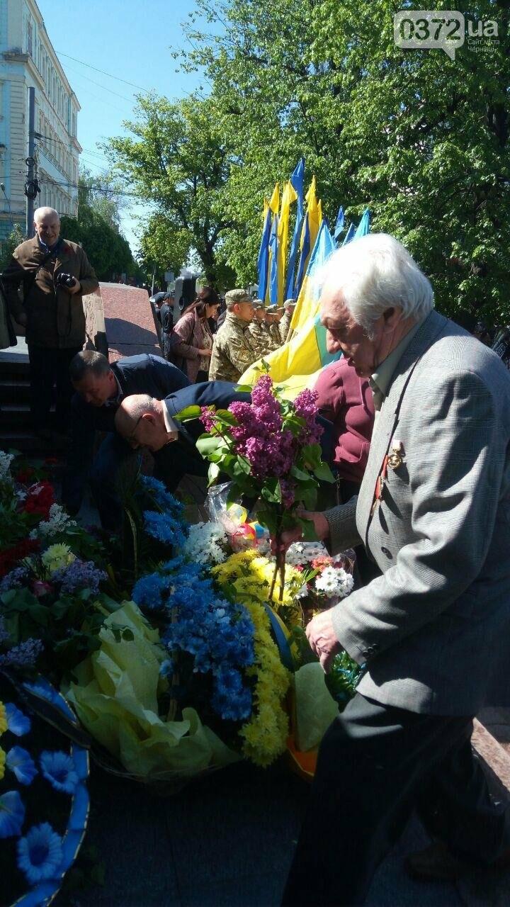 В Чернівцях вшанували пам'ять загиблих воїнів в Другій світовій війні (ФОТО), фото-47