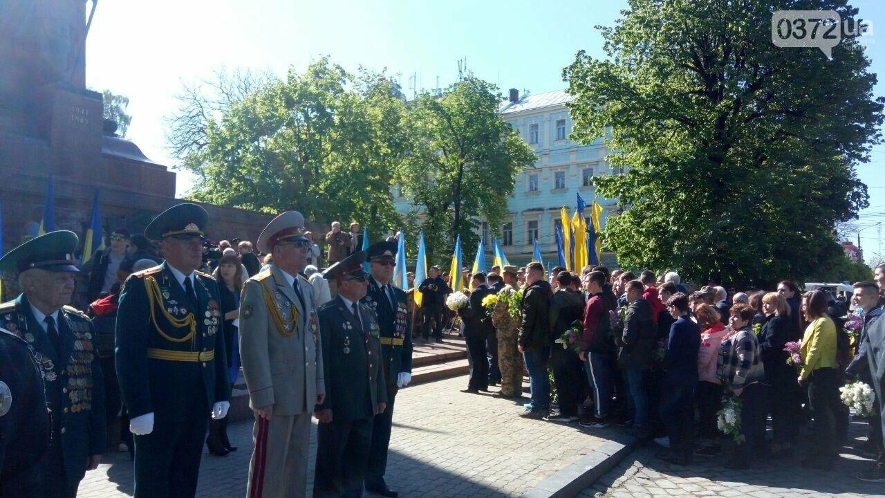 В Чернівцях вшанували пам'ять загиблих воїнів в Другій світовій війні (ФОТО), фото-61