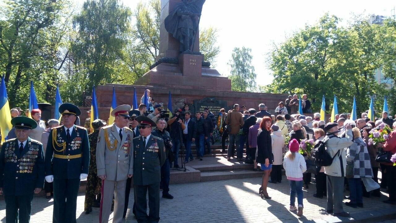 В Чернівцях вшанували пам'ять загиблих воїнів в Другій світовій війні (ФОТО), фото-68