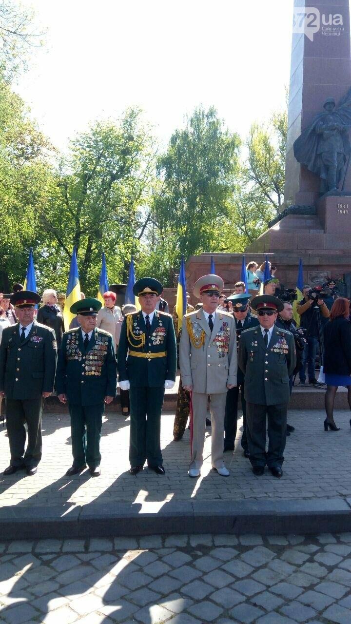 В Чернівцях вшанували пам'ять загиблих воїнів в Другій світовій війні (ФОТО), фото-69