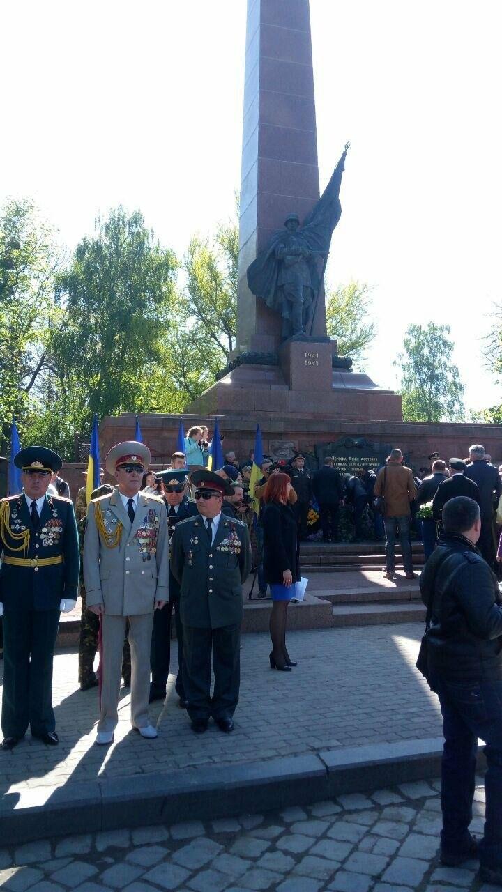 В Чернівцях вшанували пам'ять загиблих воїнів в Другій світовій війні (ФОТО), фото-70