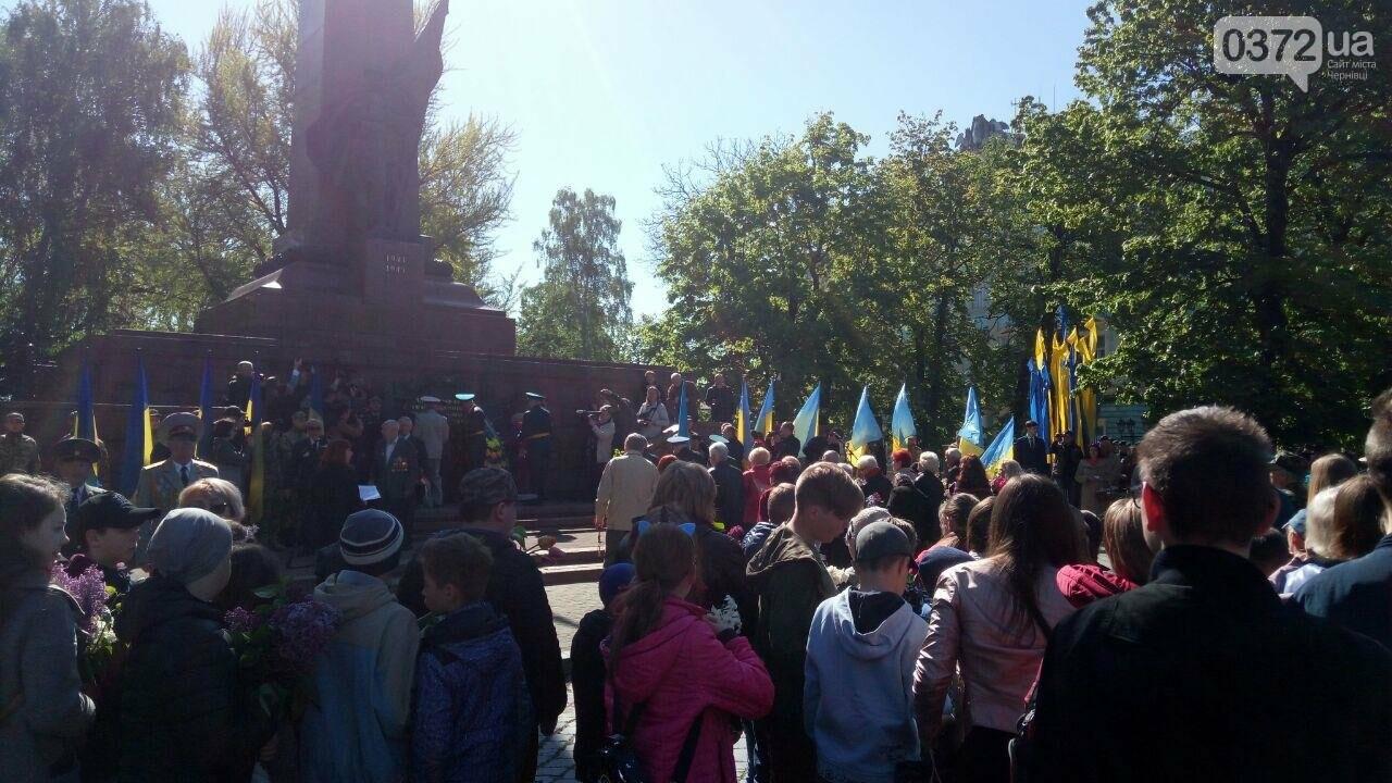 В Чернівцях вшанували пам'ять загиблих воїнів в Другій світовій війні (ФОТО), фото-79