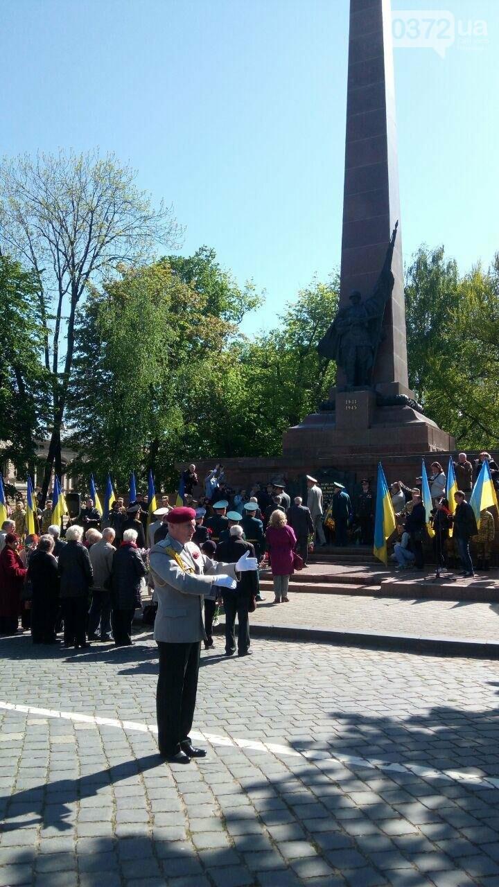 В Чернівцях вшанували пам'ять загиблих воїнів в Другій світовій війні (ФОТО), фото-81