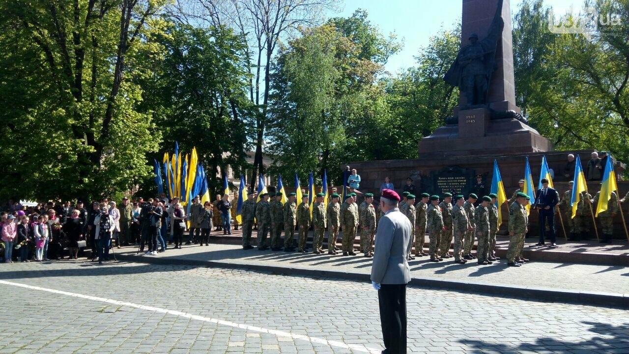 В Чернівцях вшанували пам'ять загиблих воїнів в Другій світовій війні (ФОТО), фото-84