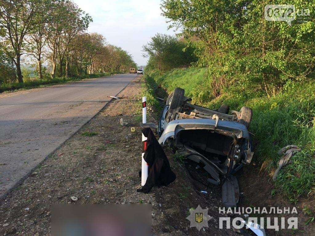 На Буковині внаслідок перекидання автомобіля загинув один із пасажирів, фото-1