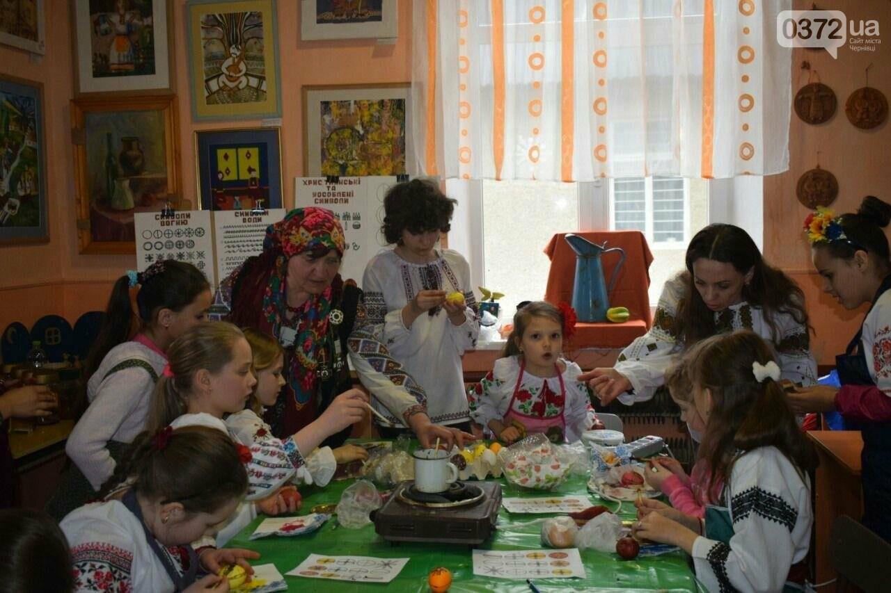 На Буковині вчителька на своєму подвір'ї відкрила музей писанкарства, фото-2