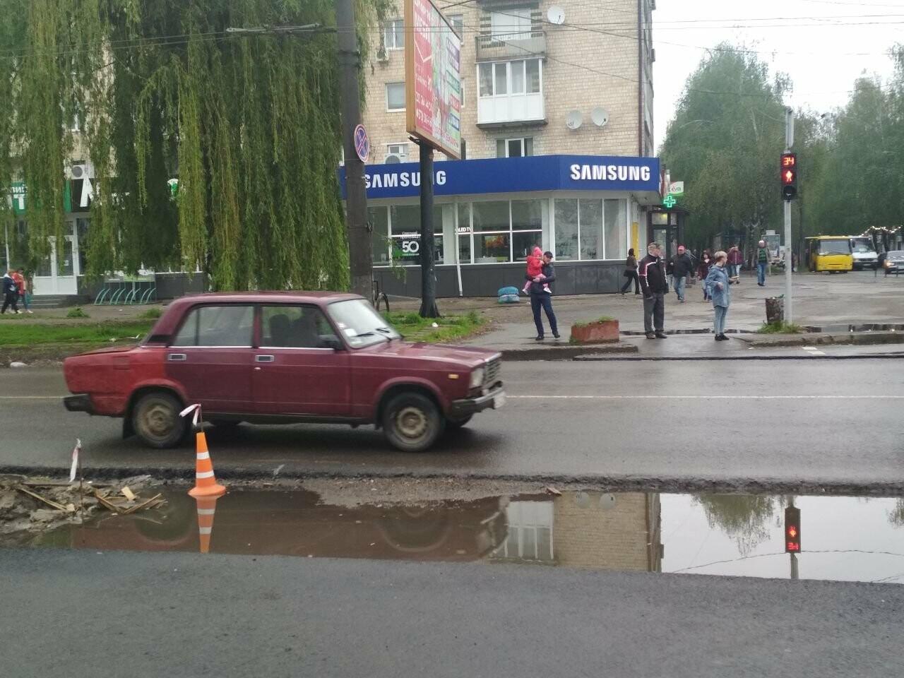 В Чернівцях на проспекті Незалежності затопило пішохідний перехід, фото-1
