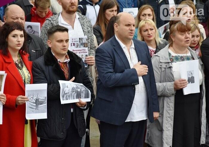 В Чернівцях відбувся флешмоб до Дня вишиванки, фото-1
