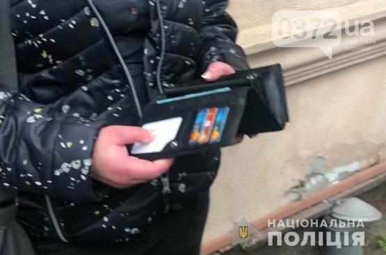 Чернівецька поліція оперативно викрила кишенькову злодійку, фото-1