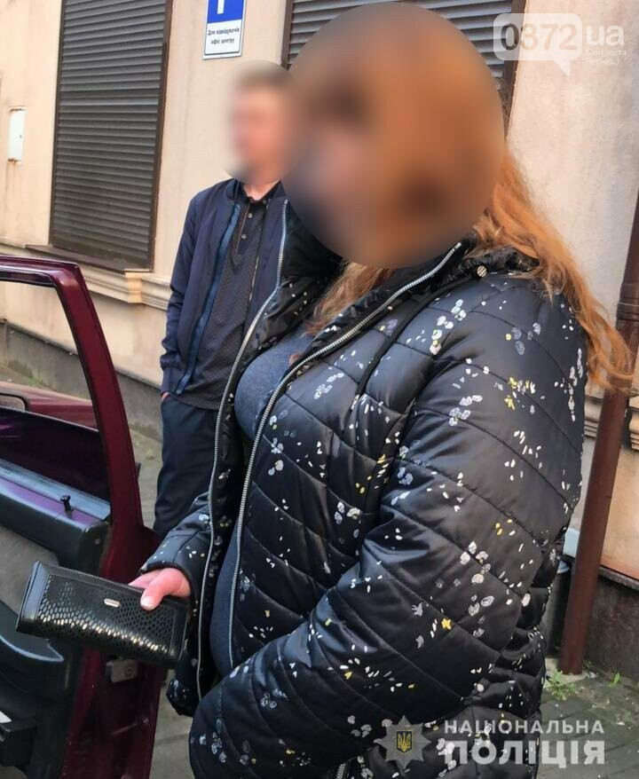 Чернівецька поліція оперативно викрила кишенькову злодійку, фото-2
