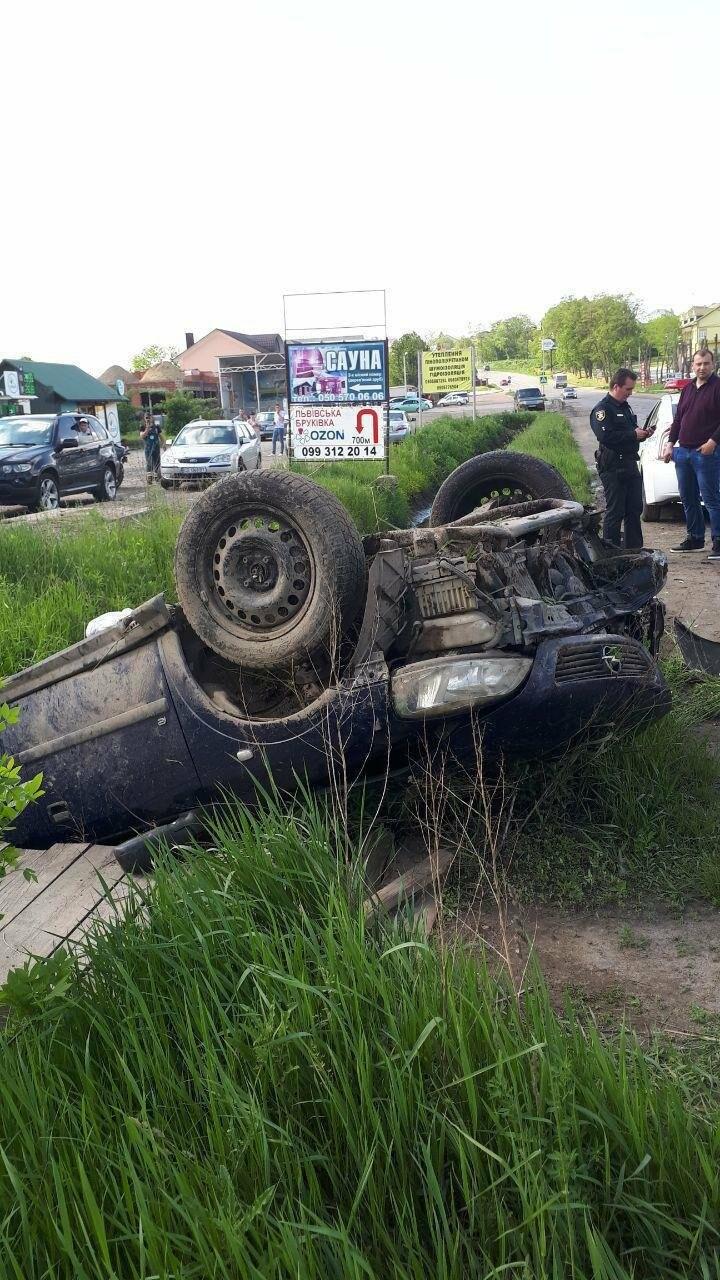 Двоє людей госпіталізовано внаслідок ДТП на Буковині, фото-2