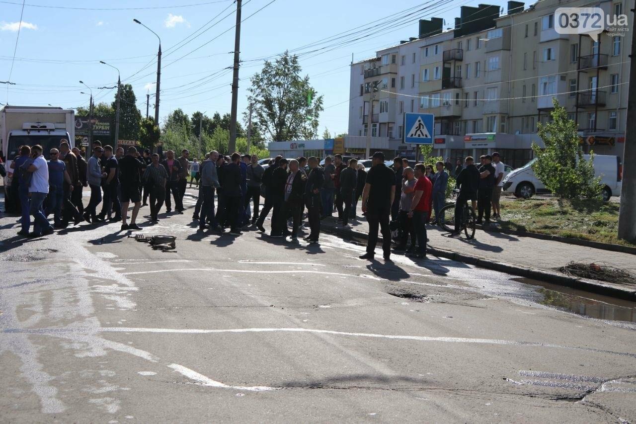 Чернівецькі активісти перекрили вулицю Хотинську, фото-1