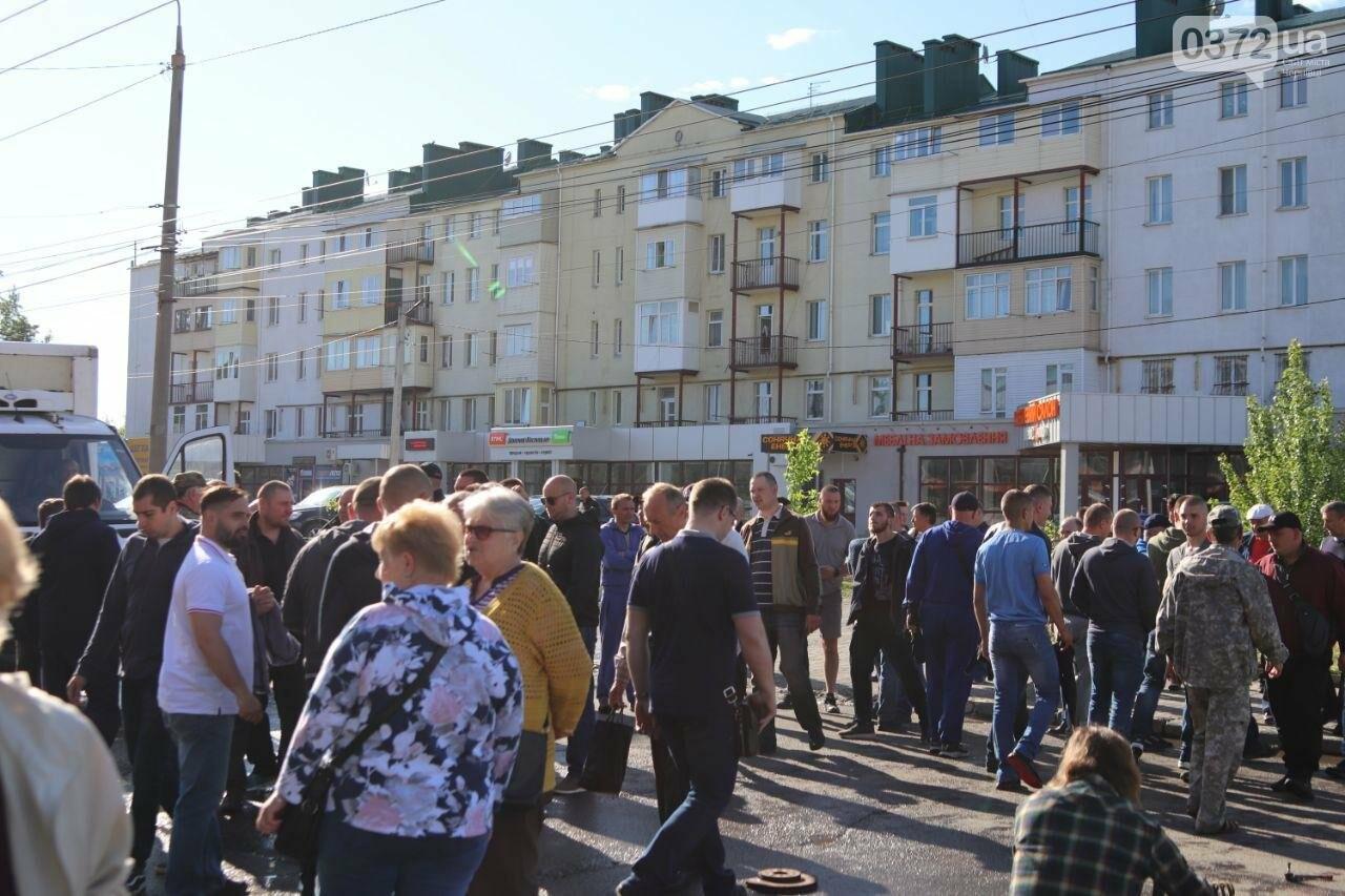 Чернівецькі активісти перекрили вулицю Хотинську, фото-2