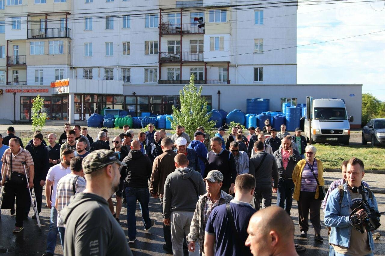 Чернівецькі активісти перекрили вулицю Хотинську, фото-4