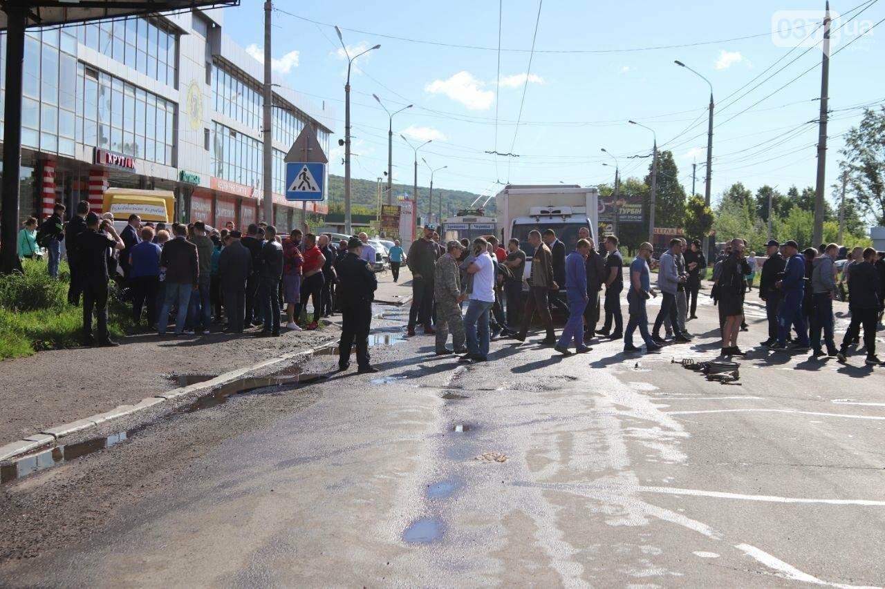Чернівецькі активісти перекрили вулицю Хотинську, фото-5
