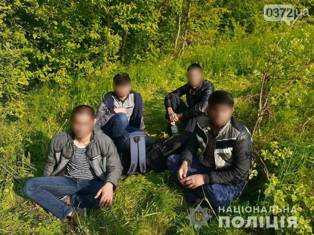 Буковинські прикордонники встановили особи нелегальних мігрантів, фото-1