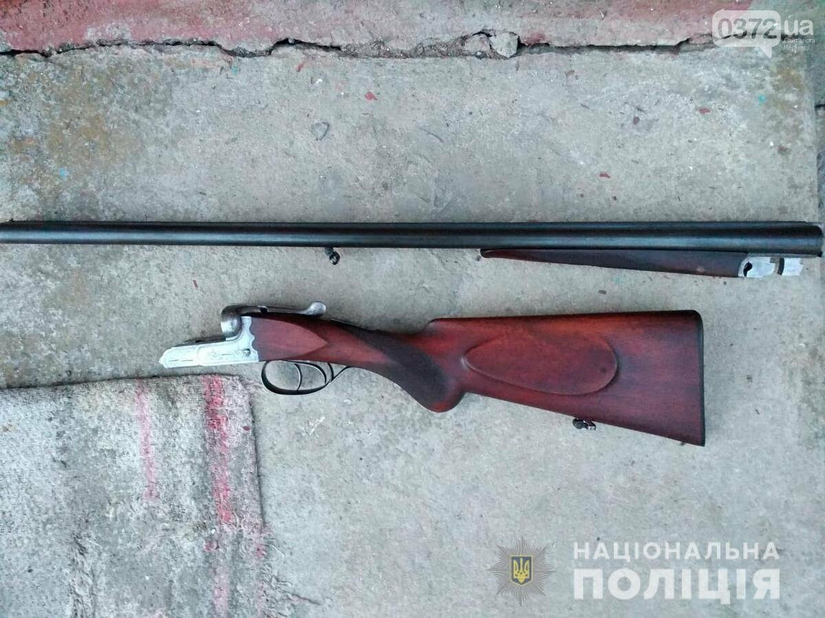 На Буковині відкрили підпільний магазин зброї, фото-4