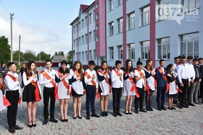 Голова Чернівецької облради завітав на свято останнього дзвоника до новозбудованої школи, фото-4