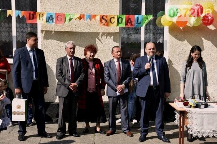 Голова Чернівецької облради завітав на свято останнього дзвоника до новозбудованої школи, фото-8