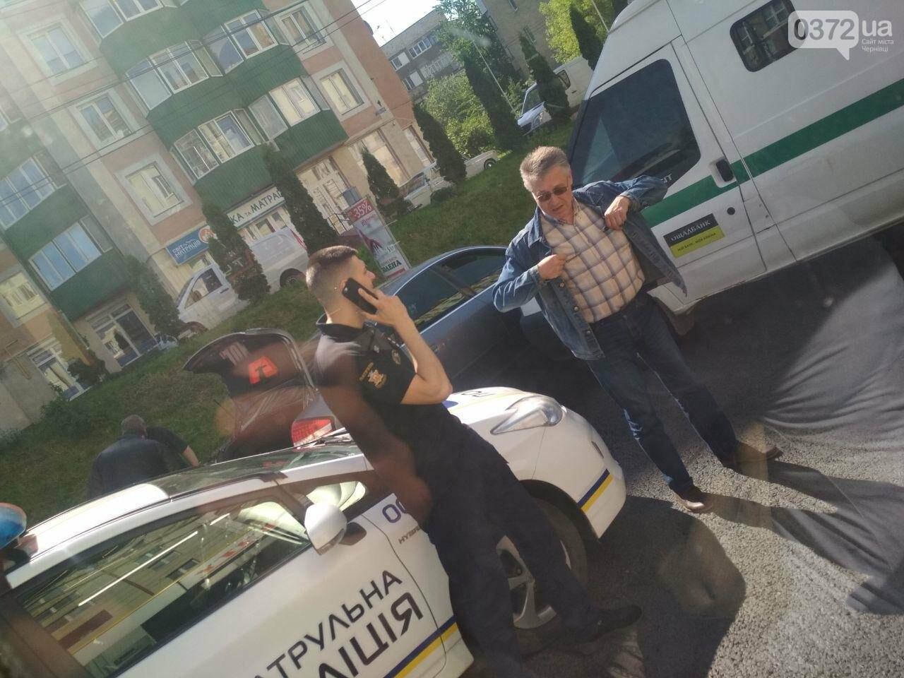 Ще одна ДТП у Чернівцях: не розминулись інкасатор та легковик, фото-3