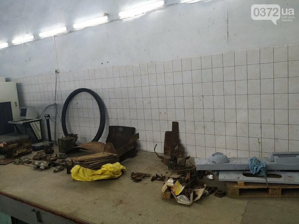 На Чернівецькій митниці вилучили запчастини до військової техніки, фото-4