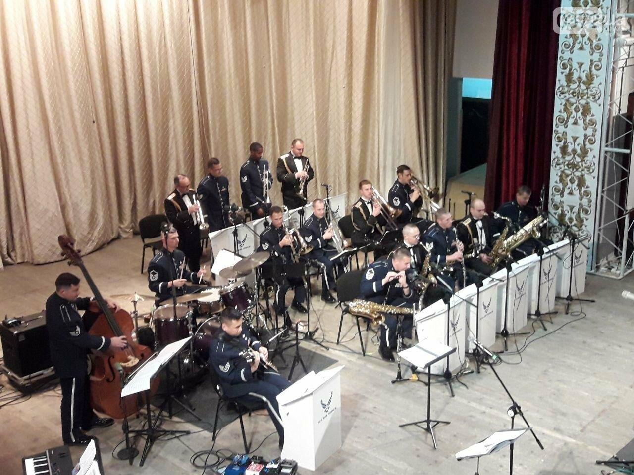 Американський оркестр виступив у філармонії в Чернівцях - ФОТО, фото-1